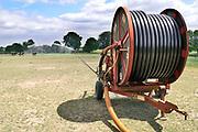 Nederland, Groesbeek, 20-5-2020 Een boer beregent zijn akker nat dmv een waterkanon. Het water wordt uit een put in de grond opgepompt en is dus grondwater. Waterdruppels in waterscherm . Foto: Flip Franssen