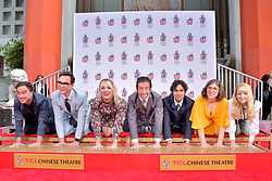 May 1, 2019 - Los Angeles, Kalifornien, USA - Johnny Galecki, Jim Parsons, Kaley Cuoco, Simon Helberg, Kunal Nayyar, Mayim Bialik und Melissa Rauch bei der Handprints Ceremony am TCL Chinese Theatre Hollywood. Los Angeles, 01.05.2019 (Credit Image: © Future-Image via ZUMA Press)
