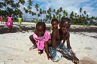 Tanzanie, archipel de Zanzibar, île de Unguja (Zanzibar), enfant sur la plage de Matemwe // Tanzania, Zanzibar island, Unguja, child at Matemwe beach