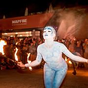© Maria Muina I MAPFRE. Alicante Race Village opening ceremony. Performance in front team MAPFRE base. Ceremonia de apertura del Race Village de Alicante. Performance frente a la base del MAPFRE.