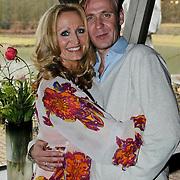"""NLD/Blaricum/201000301 - Persviewing """"Herrie bij de Buren"""", Natasja Froger en haar neef"""