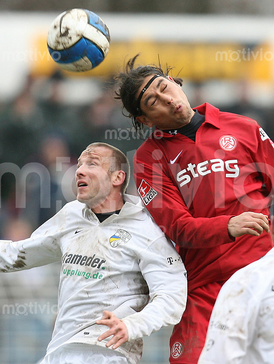 Jena , 110207 , Saison 2006/2007 ; Fussball 2.Bundesliga FC Carl Zeiss Jena - Rot Weiss Essen  Mark ZIMMERMANN (Jena) gegen Victor LORENZON (Essen)