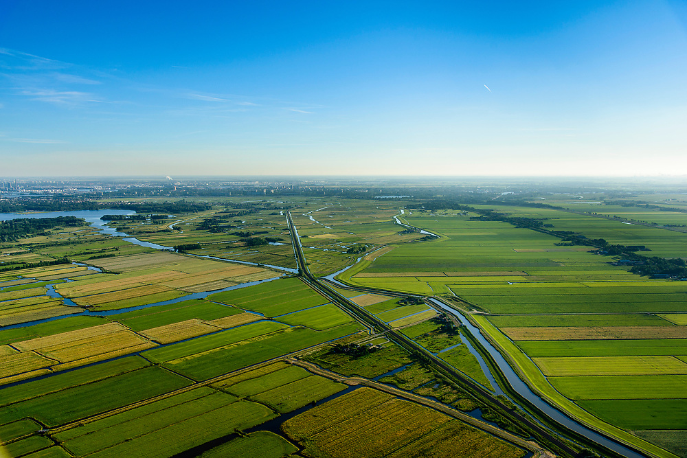 Nederland, Noord-Holland, Gemeente Purmerend, 13-06-2017;  polder Wijdewormer, droogmakerij uit de 17e eeuw. Spoorweg Purmerend-Zaandam ter hoogte van Purmerland.<br /> Wijdewormer polder, reclaimed land dating from the 17th century.<br /> luchtfoto (toeslag op standard tarieven);<br /> aerial photo (additional fee required);<br /> copyright foto/photo Siebe Swart