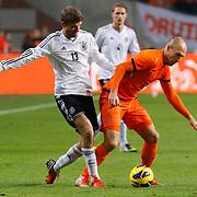 NLD/Amsterdam/20121114 - Vriendschappelijk duel Nederland - Duitsland, Thomas Muller in duel met Arjen Robben