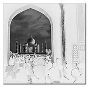 Inverted scenery at Taj Mahal, Agra, India. Nikon D850, 18-35mm @ 30mm, f5.6, EV+2, 1/800sec, ISO800, Aperture priority.