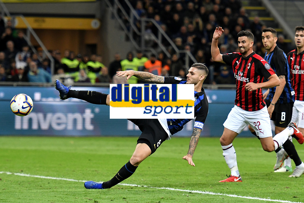 Mauro Icardi of Internazionale has a chance to scores during the Serie A 2018/2019 football match between Fc Internazionale and AC Milan at Giuseppe Meazza stadium Allianz Stadium, Milano, October, 21, 2018 <br />  Foto Andrea Staccioli / Insidefoto