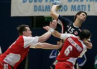 Alexey Kamanin (RUS) und Denis Krivoshlykov (RUS) gegen Kristian Kjelling (NOR). © Manu Friederich/EQ Images