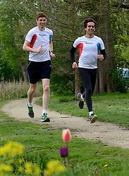 10-04-2014 NED: NY City Marathon training Vriendenloterij, Amsterdam<br /> In het Amsterdamse Vondelparkwerden de eerste meters ggelegd door de lopers van de vriendenloterij / Bas en Barend
