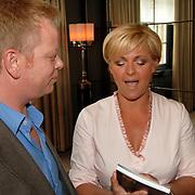 NLD/Amsterdam/20070410 - Boekpresentatie Caroline Tensen, samen met hoofdredacteur John Lukken