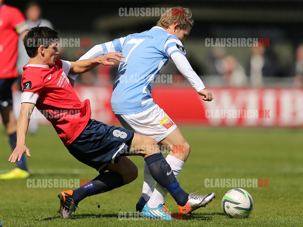 Anders Holst (FC Helsingør) tackles af Nicolai Helby (SC Egedal).