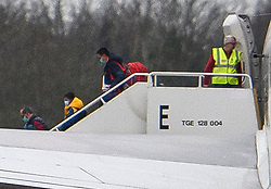 © Licensed to London News Pictures. 31/01/2020. Brize Norton, UK. Passengers disembark a plane carrying British Nationals from Wuhan in China to the UK after landing at RAF Brize Norton in Oxfordshire. The flight, carrying 150 Britons and 50 people from elsewhere in the EU from the centre of the coronavirus outbreak, was initially delayed because of a lack of clearance by Chinese Authorities. Photo credit: Ben Cawthra/LNP
