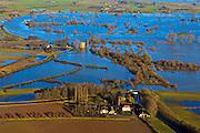 Nederland, Gelderland,  Gemeente Voorst, 20-01-2011; Gemaal Middelbeek (voorgrond) en Slot Nijenbeek (ook: Kasteel Nijenbeek of Het Hooge Huis), bij hoogwater van de IJssel en ondergelopen uiterwaarden. ..Castle Nijenbeek in the middle of the high waters and pumping-station Middelbeek (bottom)  on the bank of the river IJssel. luchtfoto (toeslag), aerial photo (additional fee required).copyright foto/photo Siebe Swart