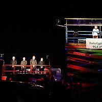 12.07.2020, Bauernhof, Stephansried, GER, Autokabarett mit Maxi Schafroth & Friends, auf dem elterlichen Bauernhof präsentierte Maxi Schaftroth ein Autokabarett während der Corona-Krise.<br /> im Bild jeweils auf einer Hebebühne befinden sich der Chor der JU Miesbach sowie und Maxi Schafroth und sein Gittarist Markus Schalk<br /> <br /> Foto © nordphoto / Hafner