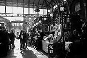 Londyn 2009-10-24. Covent Garden Market, stary targ warzywny przekształcony w pasaże ze sklepami i barami.