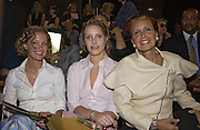 Danielle Steele and her daughters Victoria and Vanessa Traina. Christian Lacroix haute couture. L'Ecole National des Beaux-Arts. Rue Bonaparte. Paris. 10 July 2001. © Copyright Photograph by Dafydd Jones 66 Stockwell Park Rd. London SW9 0DA Tel 020 7733 0108 www.dafjones.com