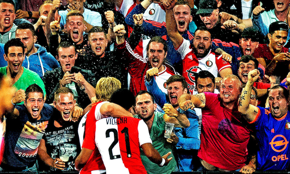 Nededrland, Rotterdam, 08-08-2015<br /> Voetbal, Nationaal, Competitie, Eredivisie.<br /> Feyenoord - FC Utrecht : 3-2.<br /> De Kuip ontploft helemaal als Tonny Vilhena de 2-1 heeft gescoord en dat samen met de teruggekeerde Dirk Kuyt viert.<br /> Foto: Klaas Jan van der Weij