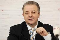 09 FEB 2006, BERLIN/GERMANY:<br /> Kenan Kolat, Bundesvorsitzender der Tuerkischen Gemeinde in Deutschland, TGD, waehrend einer Pressekonferenz zum Staatsangehoerigkeitsrecht, Bundesgeschaeftsstelle TGD<br /> IMAGE: 20060209-01-001<br /> KEYWORDS: Türkische Gemeinde