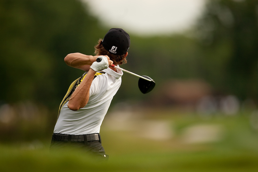 FARMINGDALE, NY - JUNE 20:  Camilo Villegas hits his tee shot during the continuation of the second round of the 109th U.S. Open Championship on the Black Course at Bethpage State Park on Saturday, June 20, 2009. (Photograph by Darren Carroll) *** Local Caption *** Camilo Villegas