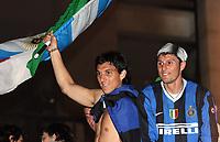 Fotball<br /> Italia Serie A<br /> Foto: Inside/Digitalsport<br /> NORWAY ONLY<br /> <br /> 22 Aprile 2007<br /> <br /> Nicolas Burdisso and Javier Zanetti celebrate winning Italian Championship in Milano, Piazza Duomo<br /> <br /> Inter seriemester