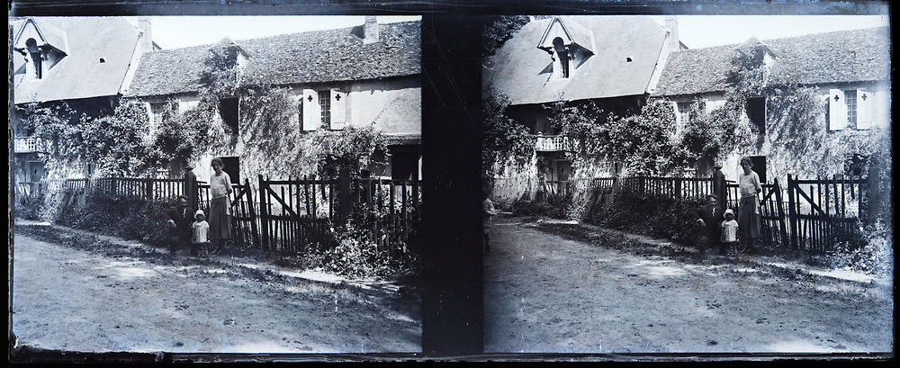 stereo glass plate with family posing in front of house
