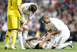 18.10.2011, Santiago Bernabeu Stadion, Madrid, ESP, UEFA CL, Gruppe D, Real Madrid (ESP) vs Olympique Lyon (FRA), im Bild Real Madrid's Sami Khedira injured with blood // during UEFA Champions League group D match between Real Madrid (ESP) and Olympique Lyon (FRA) at City of Santiago Bernabeu Stadium, Madrid, Spain on 18/10/2011. EXPA Pictures © 2011, PhotoCredit: EXPA/ Alterphoto/ Alvaro Hernandez +++++ ATTENTION - OUT OF SPAIN/(ESP) +++++