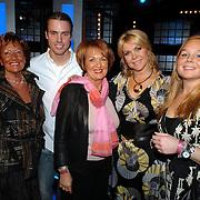 NLD/Weesp/20070319 - 3e Live uitzending Just the Two of Us, moeder, vriendje dochter Debbie, Bartina Koeman en schoonmoeder en dochter Debbie
