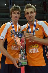 01-07-2012 VOLLEYBAL: EUROPEAN LEAGUE PRIJSUITREIKING: ANKARA<br /> Nederland wint de European League 2012 / Maarten van Garderen (#13 NED) und Robin Overbeke (#16 NED)<br /> ©2012-FotoHoogendoorn.nl/Conny Kurth