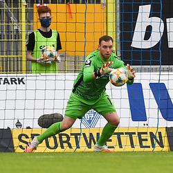 Waldhofs Timo Königsmann / Koenigsmann (Nr.1) mit dem Ball beim Spiel in der 3. Liga, SV Waldhof Mannheim - SG Sonnenhof Großaspach.<br /> <br /> Foto © PIX-Sportfotos *** Foto ist honorarpflichtig! *** Auf Anfrage in hoeherer Qualitaet/Aufloesung. Belegexemplar erbeten. Veroeffentlichung ausschliesslich fuer journalistisch-publizistische Zwecke. For editorial use only. DFL regulations prohibit any use of photographs as image sequences and/or quasi-video.
