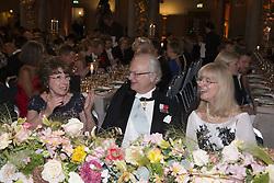 Odile Belmont, Kˆnig Carl XVI Gustaf, Evi Heldin <br /> <br />  <br /> <br />  beim Nobelbankett 2016 im Rathaus in Stockholm / 101216 <br /> <br /> <br /> <br /> ***The Nobel banquet, Stockholm City Hall, December 10th, 2016***