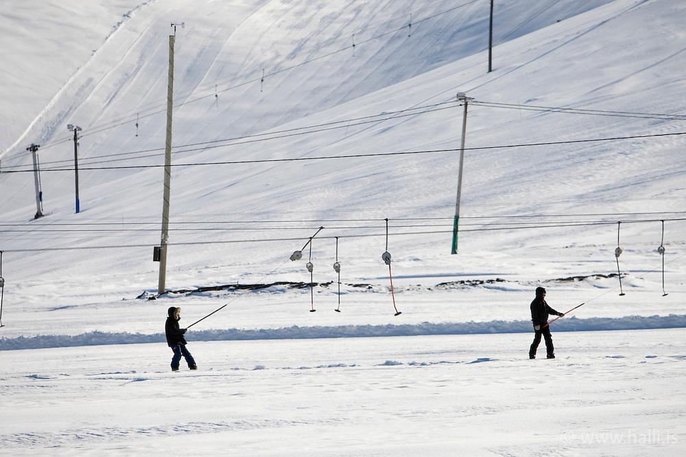 White snow in the skiing area of Blafjoll, Iceland - Snævi þakin fjöll í Bláfjöllum, skíðasvæði