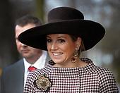 Koningin Beatrix en prinses Maxima bezoeken KIT