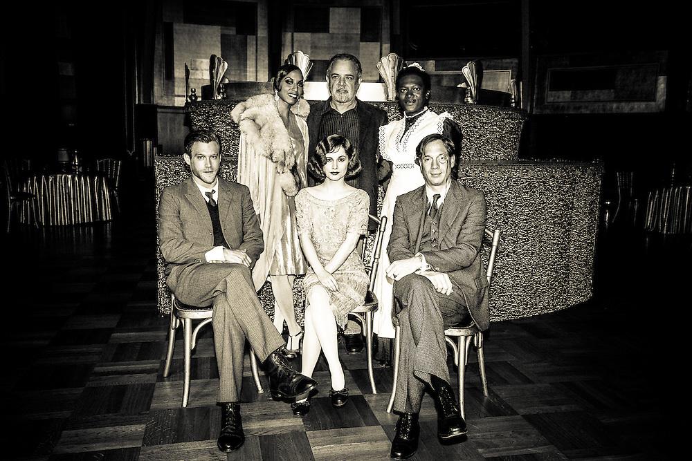 German TV production directed by Uli Edel starring Josefine Preuss, Ken Duken, Johann von Bülow, and others.