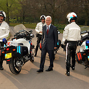 NLD/Den Haag/20070412 - Visit of Mr. Hans-Gert Pöttering, president of the European parliament to The Hague, arrival at Clingendael, thanking the police escort..NLD/Den Haag/20070412 - President Europees Parlement Hans-Gert Pöttering bezoekt Den Haag, conferentie in instituut Clingdael.  ** foto + verplichte naamsvermelding Brunopress/Edwin Janssen  **