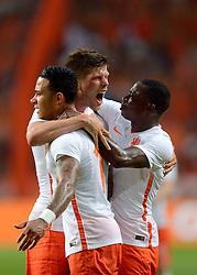 05-06-2015 NED: Oefeninterland Nederland - USA, Amsterdam<br /> Oranje verliest oefeninterland tegen Verenigde Staten met 4-3 / Klaas-Jan Huntelaar #9 scoort de 1-0 uit een voorzet van Memphis Depay #11, Quincy Promes #7