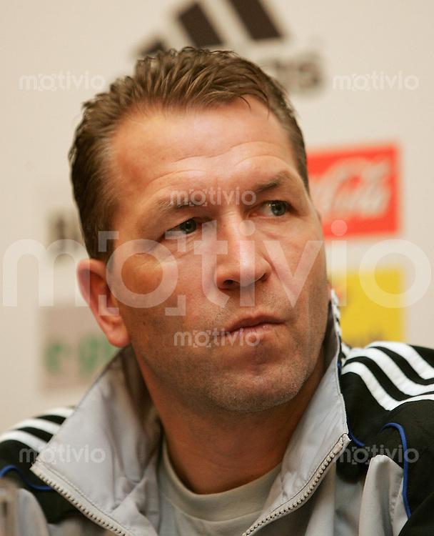 Fussball International Pressekonferenz Deutsche Nationalmannschaft Torwart - Trainer Andreas Kuepke