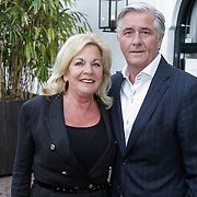 NLD/Naarden/20120422 - Inloop gasten verjaardagsfeest Monique des Bouvrie, ...............