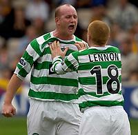 Fotball<br /> Skottland 2005/2006<br /> Foto: SBI/Digitalsport<br /> NORWAY ONLY<br /> <br /> Motherwell v Celtic, Scottish Premier League, Fir Park, Motherwell.<br /> <br /> Saturday 30th July 2005<br /> <br /> John Hartson celebrates with Lennon after scoring