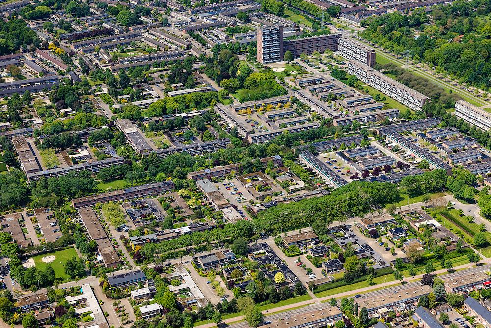 Nederland, Noord-Brabant, Eindhoven, 27-05-2013; stadsdeel Woensel-Noord, wijk Ontginning, buurt 't Hool.<br /> De woonbuurt met verschillende woningtypes is tussen 1968 en 1972 gerealiseerd en geldt als toonbeeld van de wederopbouw architectuur en stedenbouw. Architect Jaap Bakema.<br /> Residential area in Eindhoven with various housing types realized between 1968 and 1972. The design is considered a model of architecture and urban reconstruction. Architect Jaap Bakema.<br /> luchtfoto (toeslag op standard tarieven)<br /> aerial photo (additional fee required)<br /> copyright foto/photo Siebe Swart