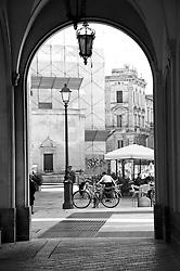 Lecce - Scorcio di Piazza Sant'Oronzo vista dal colonnato del Comune, da Piazzetta Castromediano.