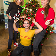 NLD/Amsterdam/20161207 - 8e Sky Radio's Christmas Tree For Charity, Daphne Deckers en dochter Emma Deckers en hun winnende boom
