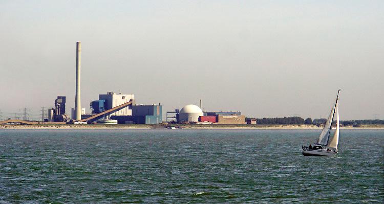 Nederland, Borssele, 15-9-2019 Kerncentrale van de EPZ aan de westerschelde . Foto: Flip Franssen