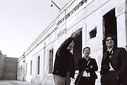 Claudio Bastianutti, il padre di Daniela e Paola, illustra il progetto di ristrutturazione della Fondazione a Ivan e Valentina De Masi del Gruppo ITALGEST