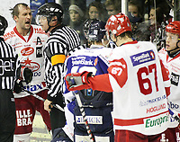 Ishockey ,  <br /> GET-ligaen ,  <br /> 01.12.2009 , <br /> Sparta Sarpsborg v Stjernen , <br /> Sparta Amfi , <br /> Foto: Thomas Andersen, Digitalsport , <br /> <br /> Anders Myrvold gaper ut sin frustrasjon mot dommer Tor Olav Grøtnæs Johnsen