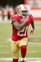 28 September 2014: Frank Gore of the San Francisco 49ers during an NFL American Football Herren USA game between the Niners and the Philadelphia Eagles at Levi s Stadium in Santa Clara, CA. The 49ers won the game 26-21. NFL American Football Herren USA SEP 28 Eagles at 49ers PUBLICATIONxINxGERxSUIxAUTxHUNxRUSxSWExNORxONLY Icon464277999<br /> <br /> 28 September 2014 Frank Gore of The San Francisco 49ers during to NFL American Football men USA Game between The Niners and The Philadelphia Eagles AT Levi s Stage in Santa Clara Approx The 49ers Won The Game 26 21 NFL American Football men USA Sep 28 Eagles AT 49ers PUBLICATIONxINxGERxSUIxAUTxHUNxRUSxSWExNORxONLY Icon464277999