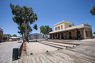la vecchia stazione di Hatachana diventa distretto di design.  The old station HaTachana become district design.