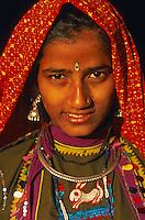 Inde, Rajasthan, Region de Ghanerao, jeune femme Rajpute // India, Rajasthan, Ghanerao region, Rajput lady