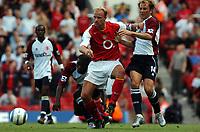 Fotball<br /> Premier League 2004/05<br /> Arsenal v Middlesbrough<br /> Highbury<br /> 22. august 2004<br /> Foto: Digitalsport<br /> NORWAY ONLY<br /> DENNIS BERGKAMP ARSENAL & GAIZKA MENDIETA , GEORGE BOATENG MIDDLESBROUGH
