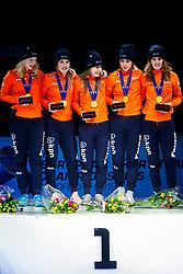 "13-01-2019 NED: ISU European Short Track Championships 2019 day 3, Dordrecht<br /> (L-R) Tineke den Dulk, Lara van Ruijven, Yara van Kerkhof, Europees Kampioen Suzanne Schulting and Rianne de Vries pose in the Ladies Relay medal ceremony during the ISU European Short Track Speed Skating Championships with the message ""voor jou Sjinkie"""