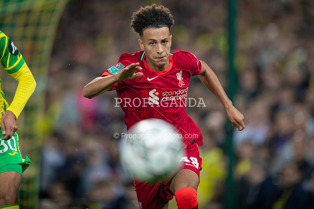 NORWICH, ENGLAND - Tuesday, September 21, 2021: Liverpool's Kaide Gordon during the Football League Cup 3rd Round match between Norwich City FC and Liverpool FC at Carrow Road. Liverpool won 3-0. (Pic by David Rawcliffe/Propaganda)