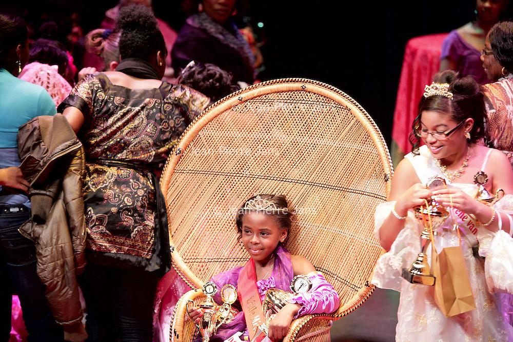 Nederland, Amsterdam , 22 november 2009.. Little Miss Kwakoe 2009 Jhomaryel Prade tijdens de bekendmaking van de winnares 2009 in Anton de Komplein 240 Amsterdam zuid-oost..Little Miss Kwakoe 2009  on the  Anton de Komplein in Amsterdam south-east, a Surinamese beauty contest with beautiful young girls. The winner  Jhomaryel Prade.